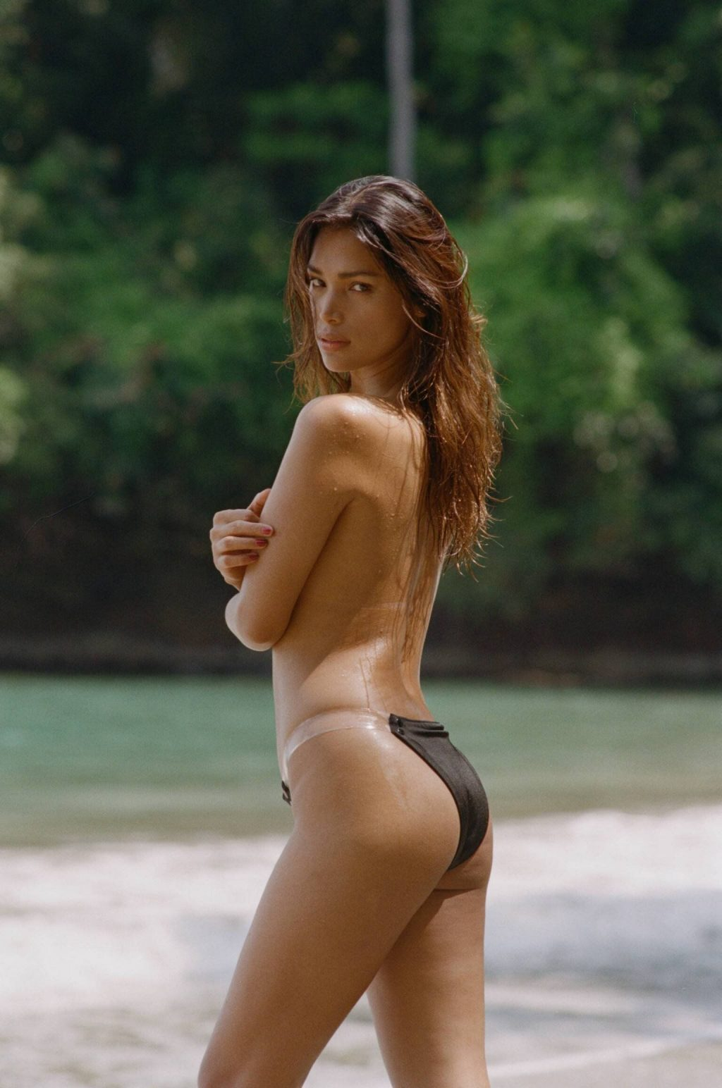 Geena Rocero Topless (5 Photos)