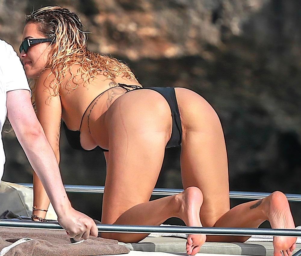 Rita Ora ass