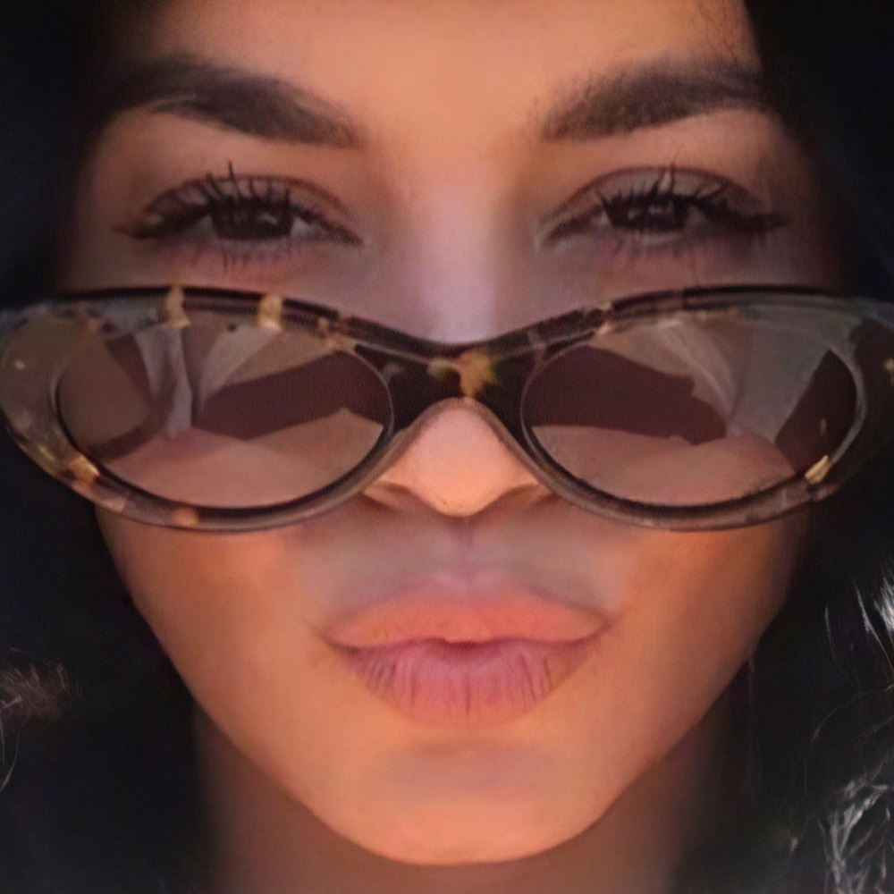 Vanessa Hudgens Puts Her Nude Tits In Her Sunglass Refection
