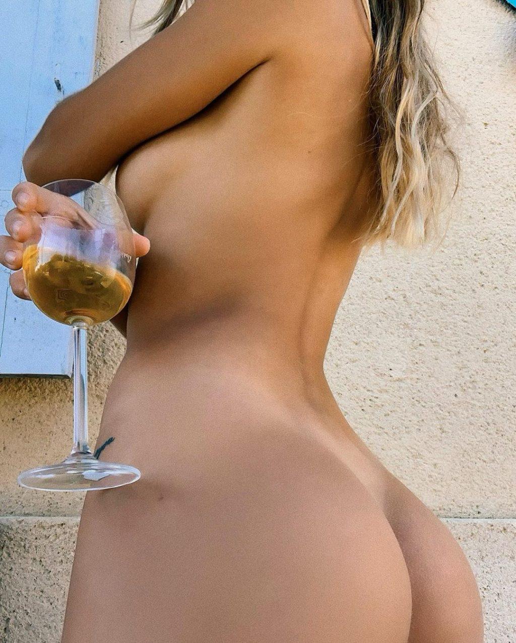 Mathilde Tantot Naked (5 Photos)
