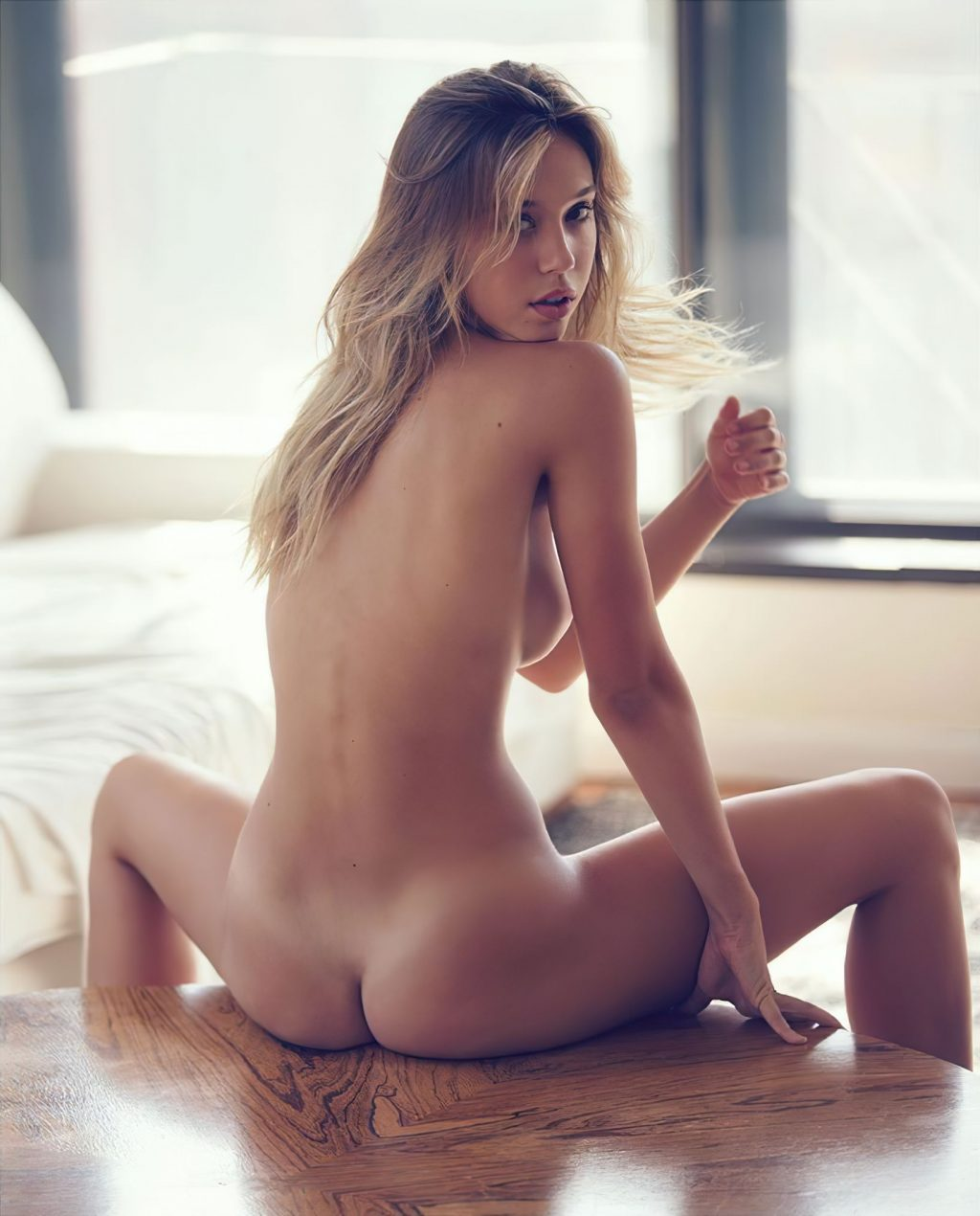Alexis Ren Naked (1 Photo)