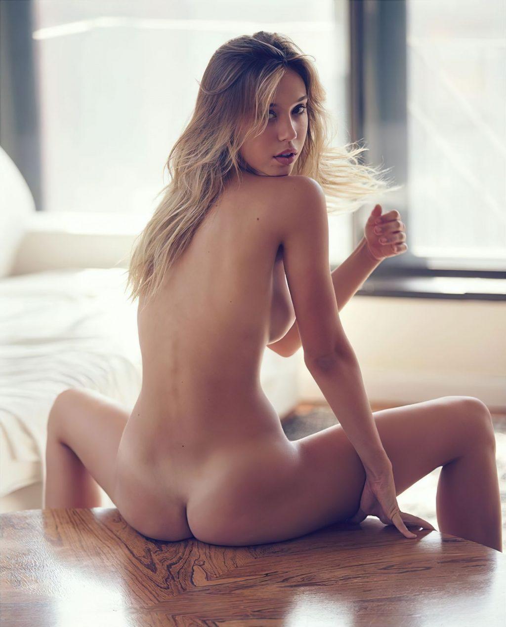 Alexis Ren Naked (1 Photo)