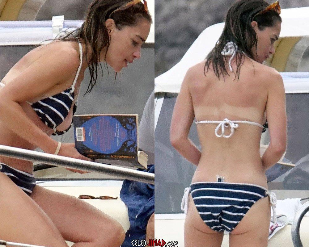 Emilia Clarke bikini skinny