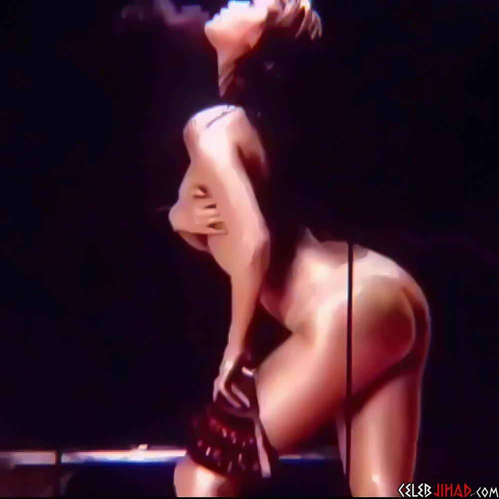 Selena Gomez topless ass
