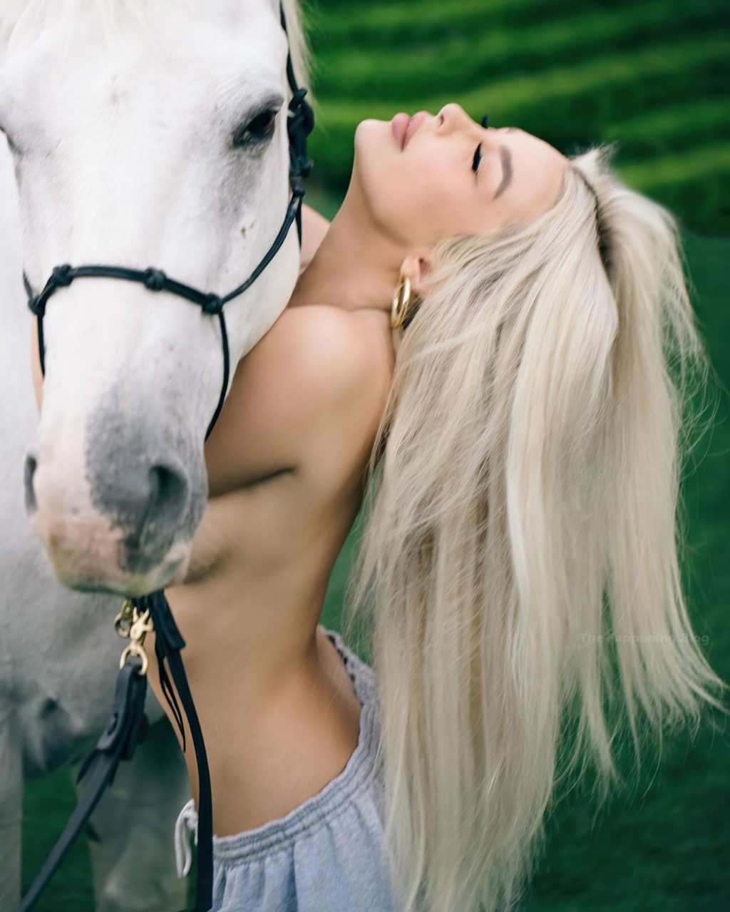 Tana Mongeau Topless (5 Photos)
