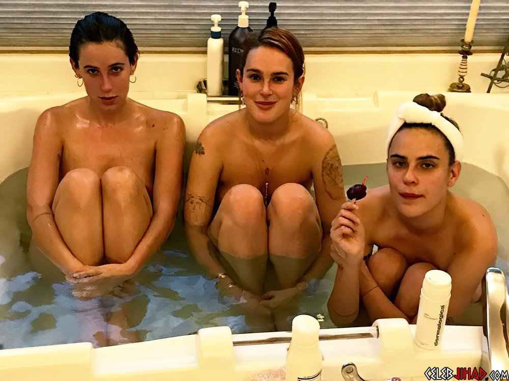 Rumer Willis nude