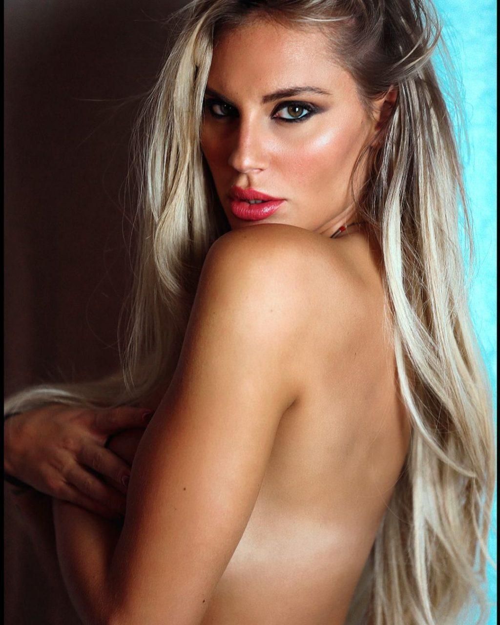 Francesca Brambilla Topless (5 Photos)
