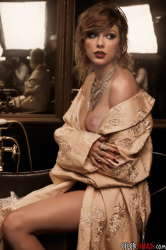 Taylor Swift naked slip