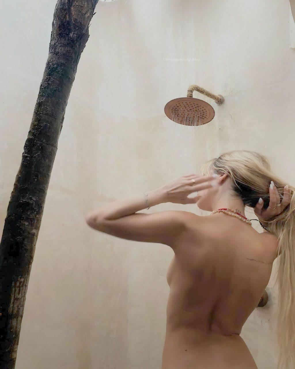 Delilah Belle Hamlin Topless (4 Photos)