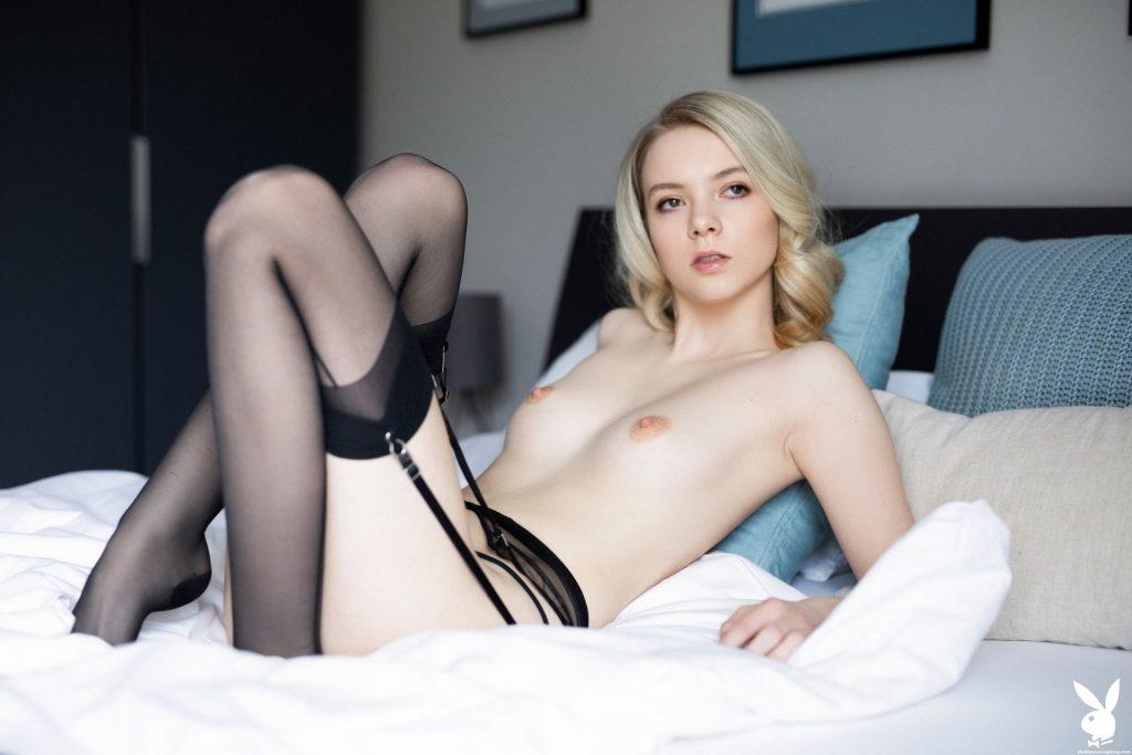 Emmi Naked (5 Photos)