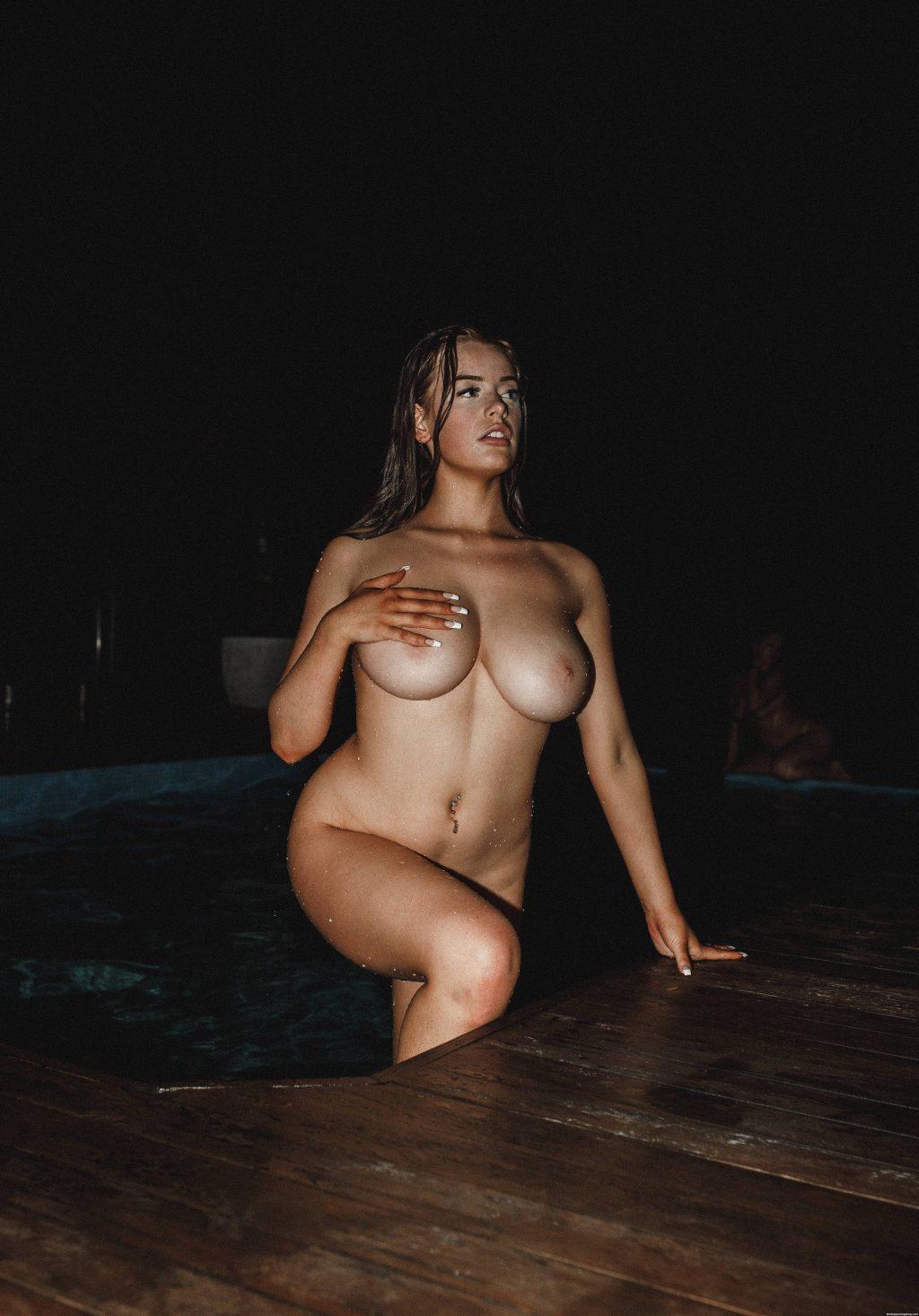 Corinna Kopf Nude (1 Photo)
