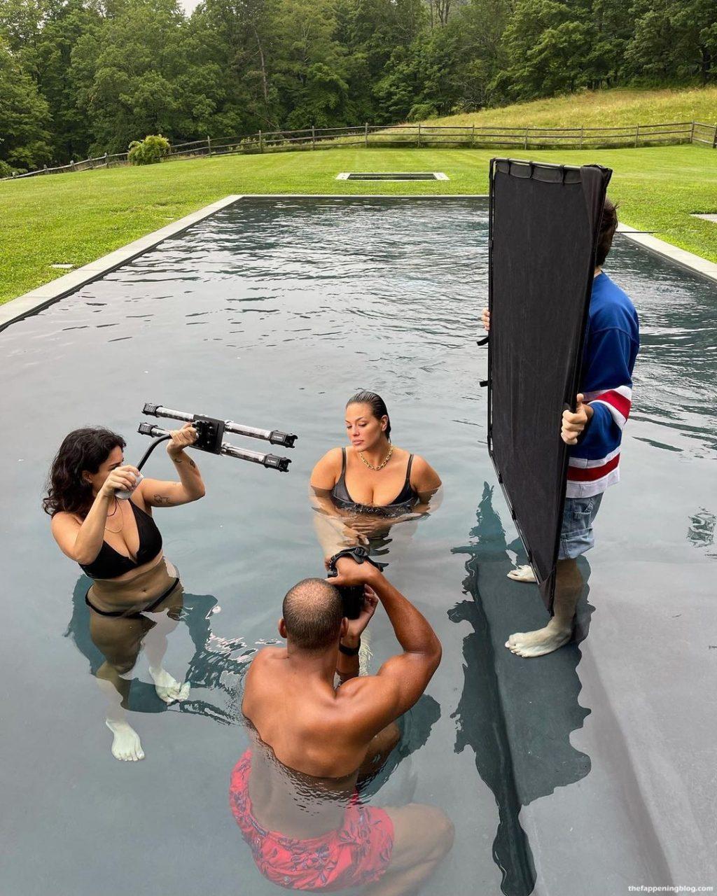 Ashley Graham Naked (5 Photos)