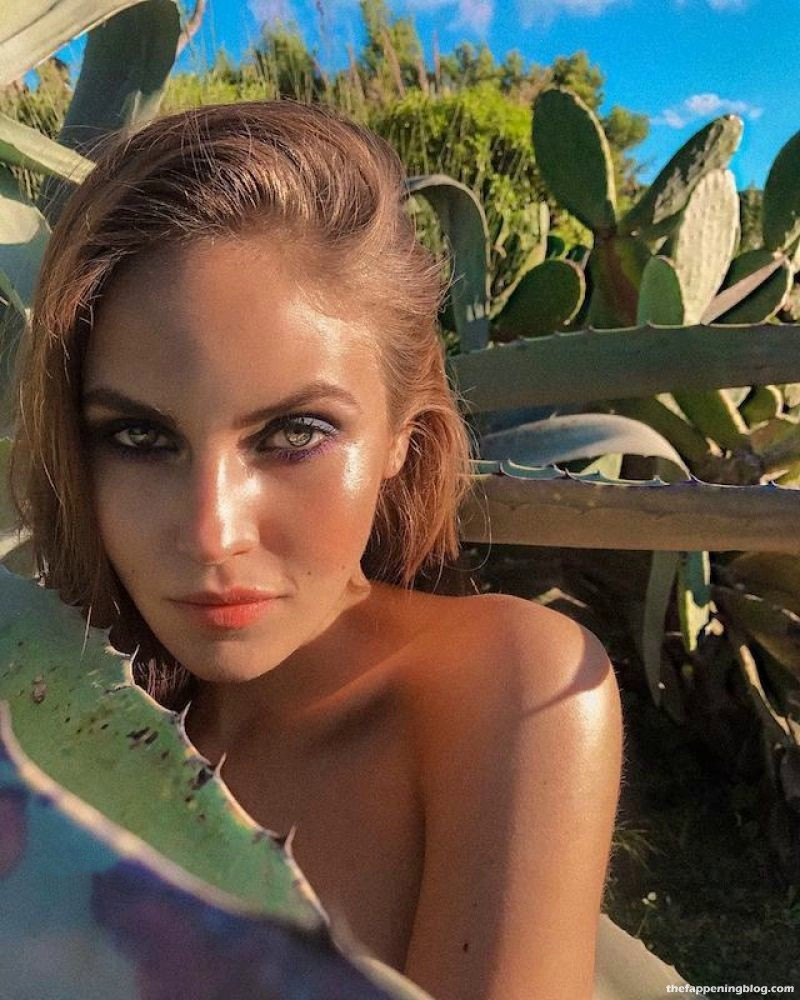 Elena Carriere Topless (5 Photos)