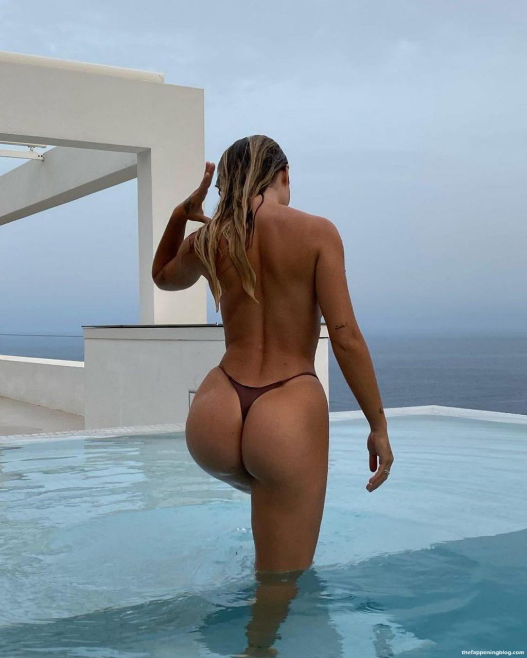 Pauline Tantot Topless (3 Photos)